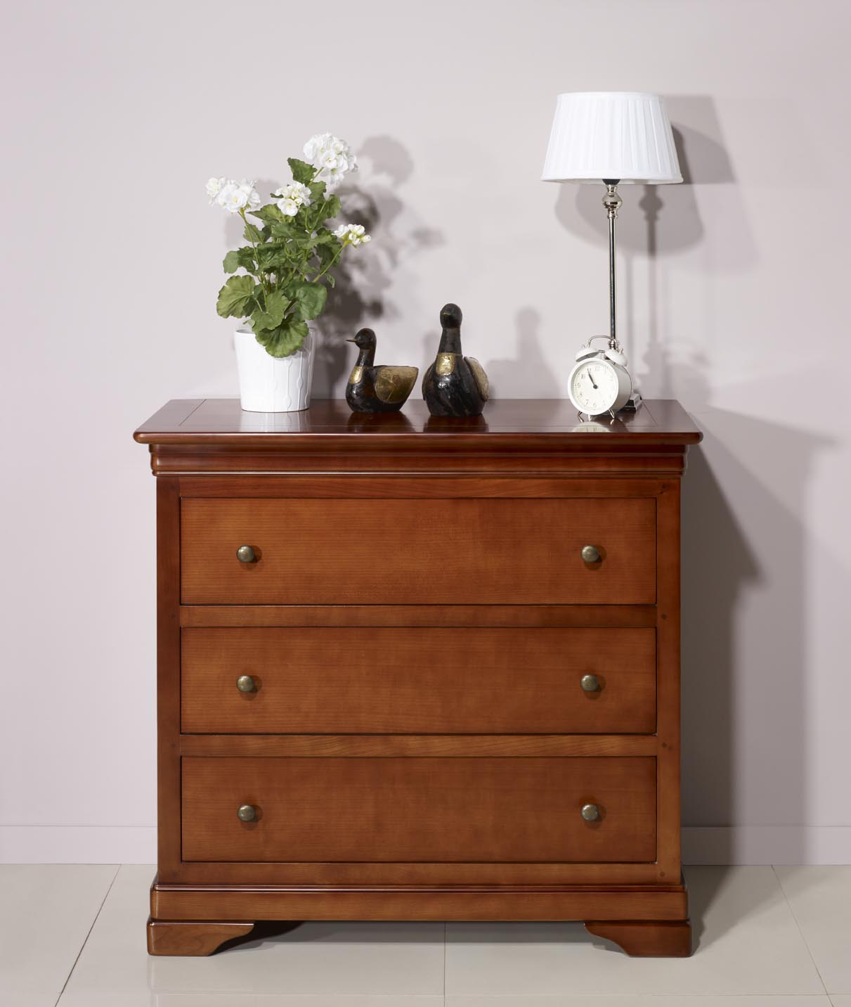 commode 3 tiroirs am lie en merisier massif de style louis philippe meuble en merisier massif. Black Bedroom Furniture Sets. Home Design Ideas