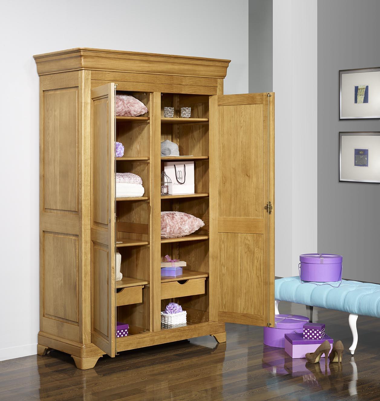 Armoire 2 portes st phane en ch ne massif de style louis for Entretien meuble chene massif