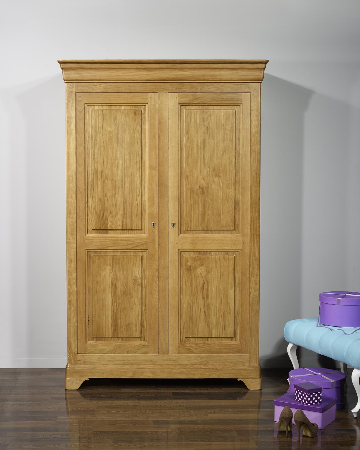armoire 2 portes st phane en ch ne massif de style louis. Black Bedroom Furniture Sets. Home Design Ideas