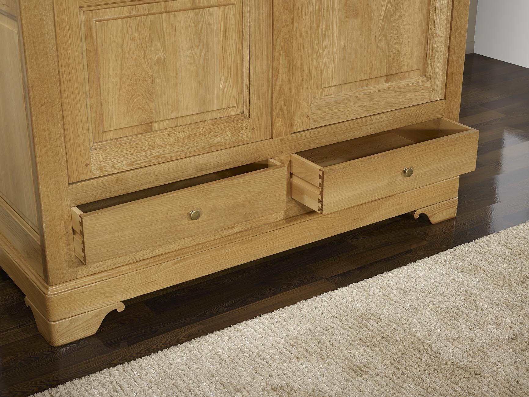 armoire 2 portes 2 tiroirs hugo en ch ne massif de style louis philippe meuble en ch ne massif. Black Bedroom Furniture Sets. Home Design Ideas