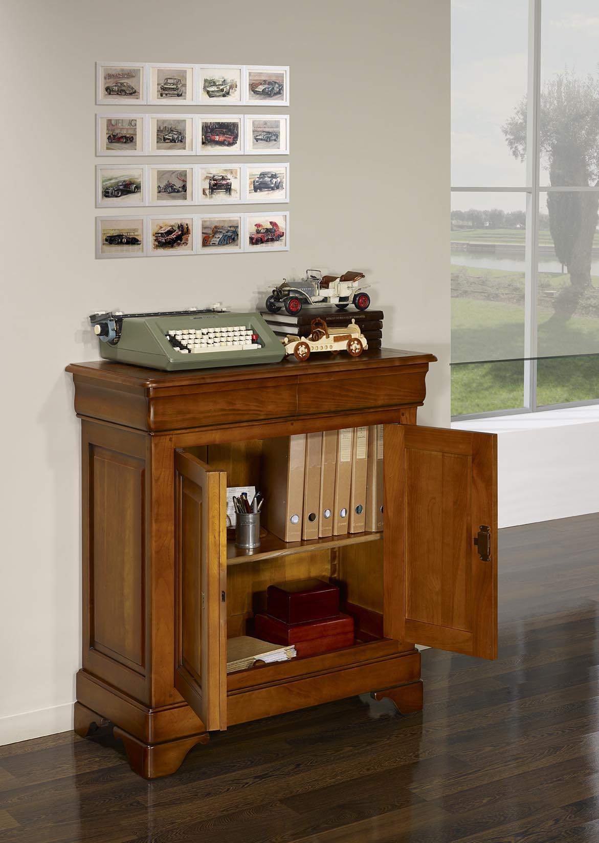 petit buffet 2 portes en merisier massif de style louis philippe meuble en merisier massif. Black Bedroom Furniture Sets. Home Design Ideas