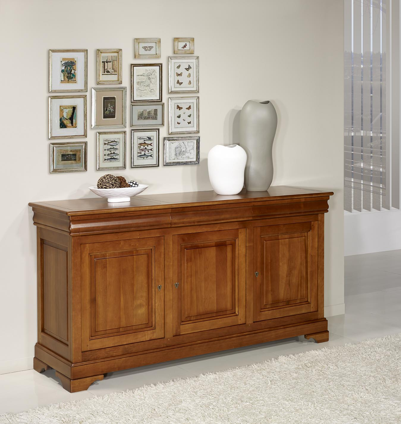 buffet 3 portes 3 tiroirs en merisier massif de style louis philippe meuble en merisier massif. Black Bedroom Furniture Sets. Home Design Ideas