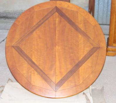 table ronde cl mence plateau marquet en merisier meuble. Black Bedroom Furniture Sets. Home Design Ideas
