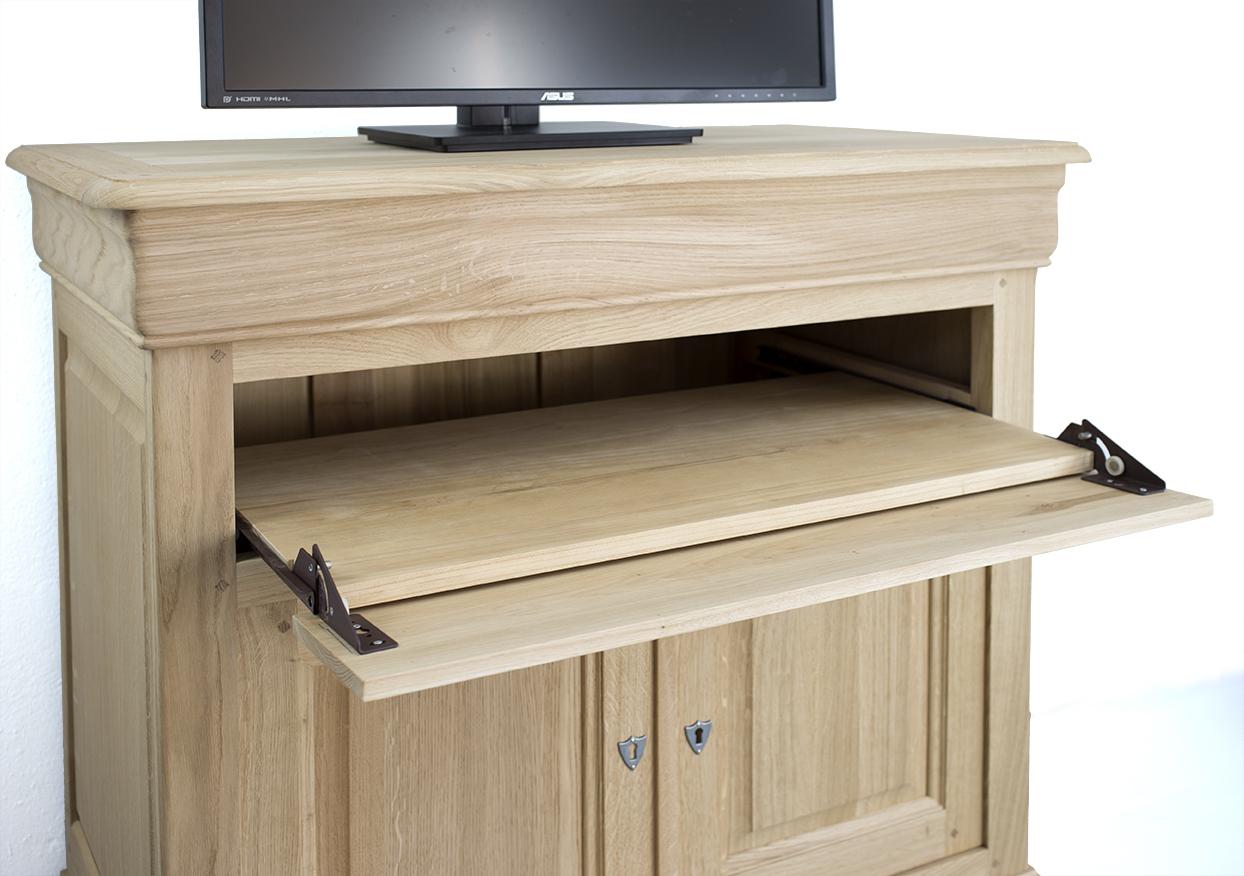 meuble tv en ch ne massif de style louis philippe plateau. Black Bedroom Furniture Sets. Home Design Ideas