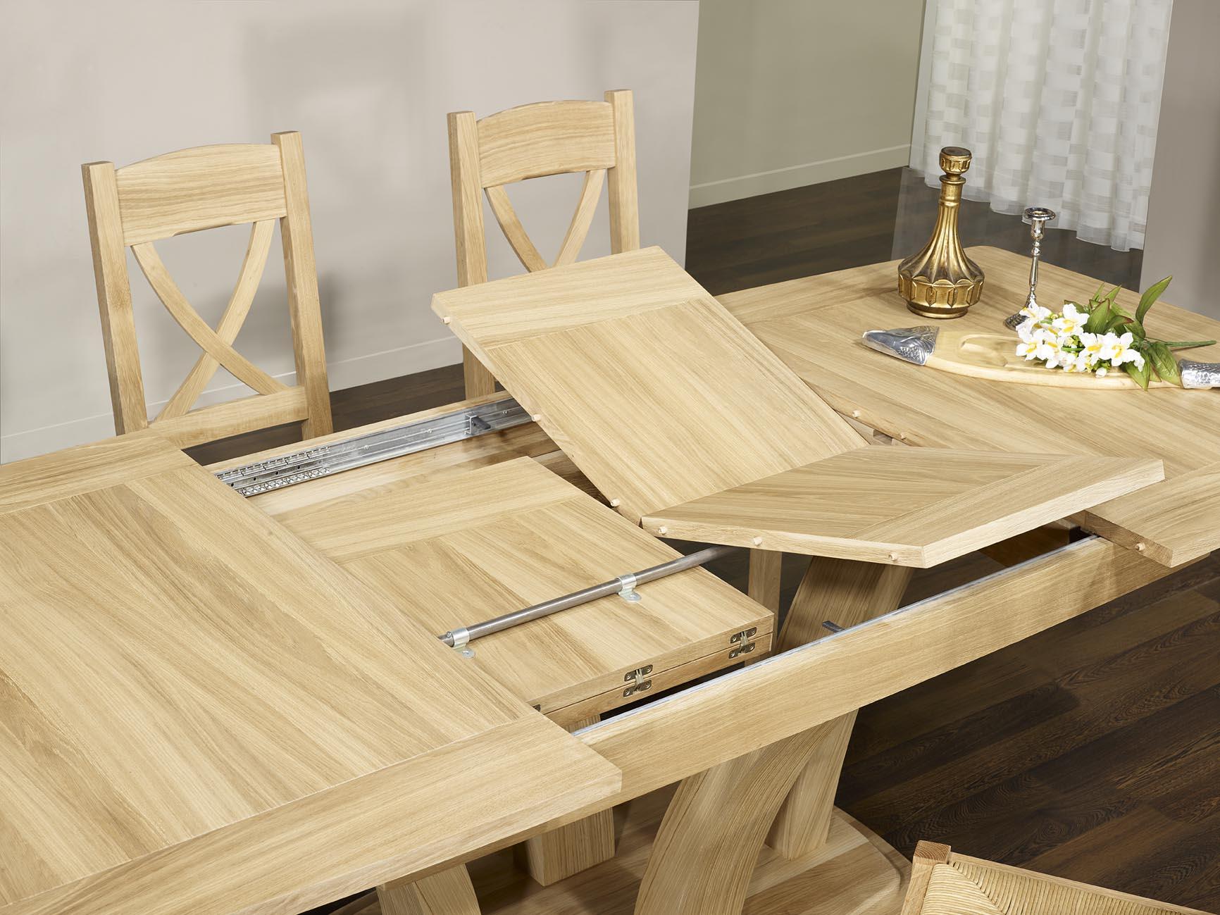 Table de repas contemporaine en ch ne massif finition for Table en chene