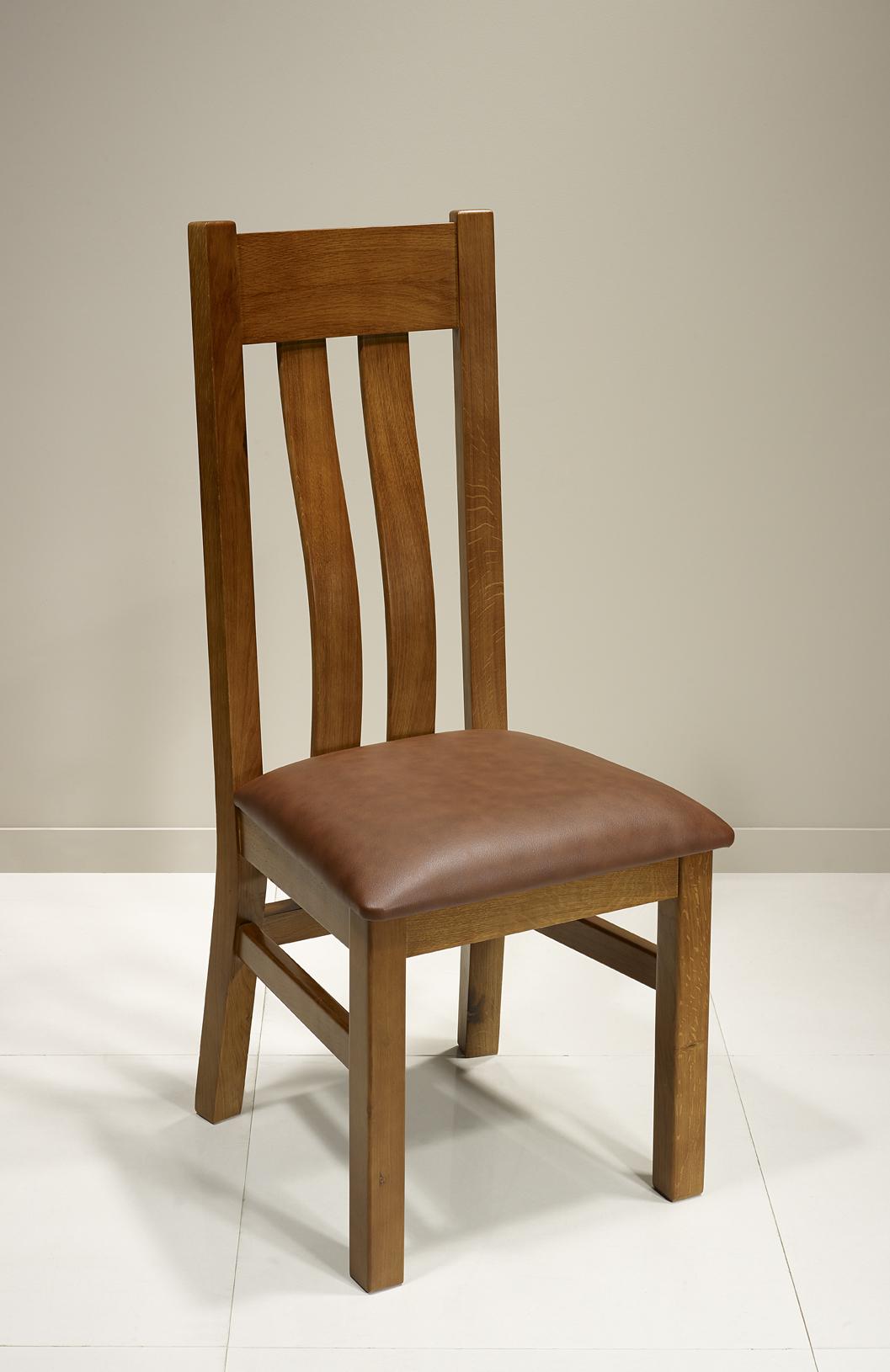 chaise l onor en ch ne massif assise moleskine havana meuble en ch ne massif. Black Bedroom Furniture Sets. Home Design Ideas
