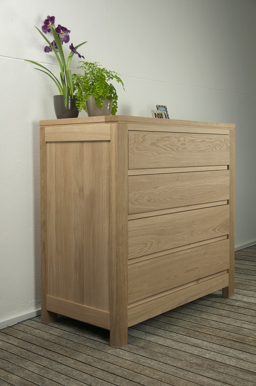 commode 4 tiroirs ricardo en ch ne massif de style contemporain meuble en ch ne massif. Black Bedroom Furniture Sets. Home Design Ideas