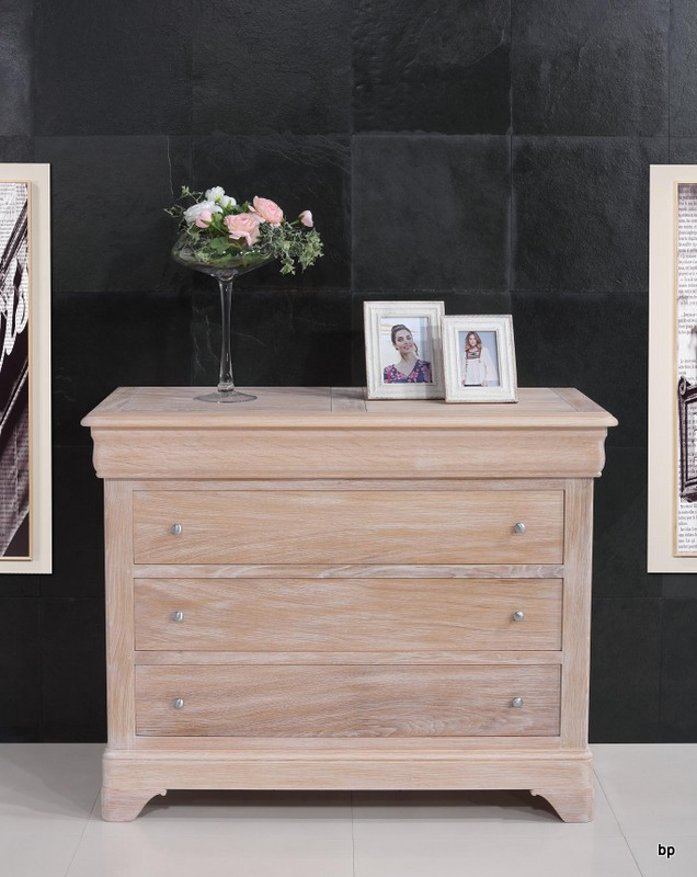 commode 4 tiroirs en ch ne massif de style louis philippe finition ch ne bross blanchi meuble. Black Bedroom Furniture Sets. Home Design Ideas