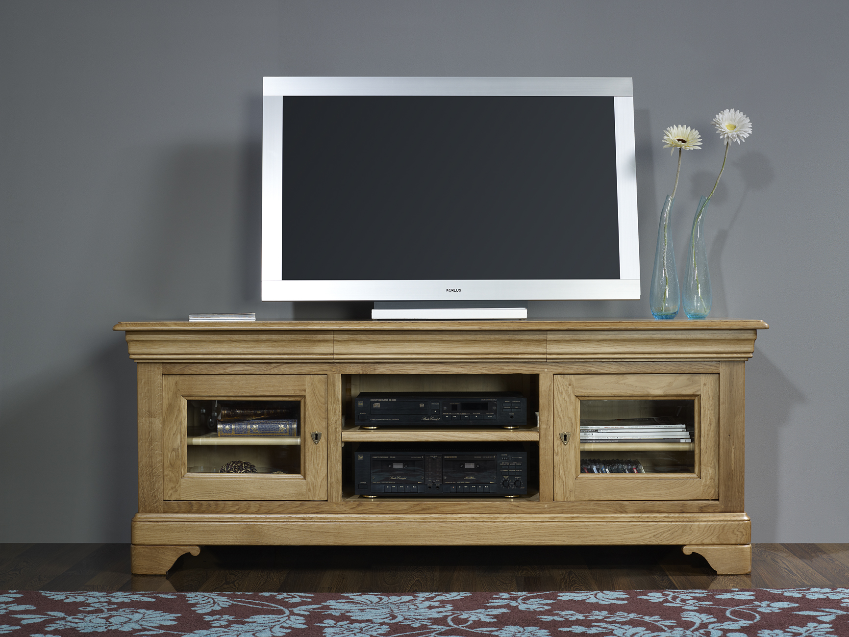 meuble tv 16 9 me en ch ne massif de style louis philippe meuble en ch ne massif. Black Bedroom Furniture Sets. Home Design Ideas