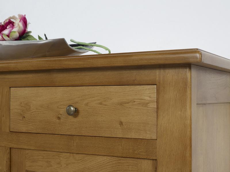 buffet 4 portes amaury en ch ne massif de style campagnard meuble en ch ne massif. Black Bedroom Furniture Sets. Home Design Ideas