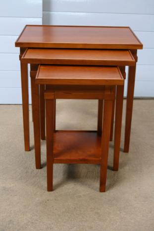tables gigognes en merisier massif de style directoire. Black Bedroom Furniture Sets. Home Design Ideas